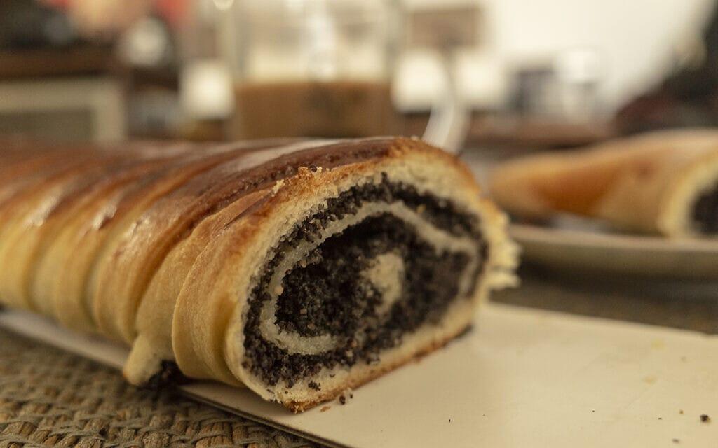 עוגות וסהרון פרג מקונדיטוריה שקד (צילום: אפרת קרס)