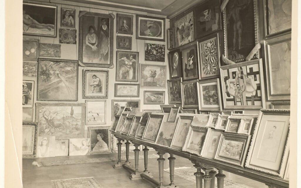 """""""חדר הקדושים המעונים"""", בארכיון משרד החוץ ואירופה – לה קורנב (צילום: המוזיאון היהודי)"""
