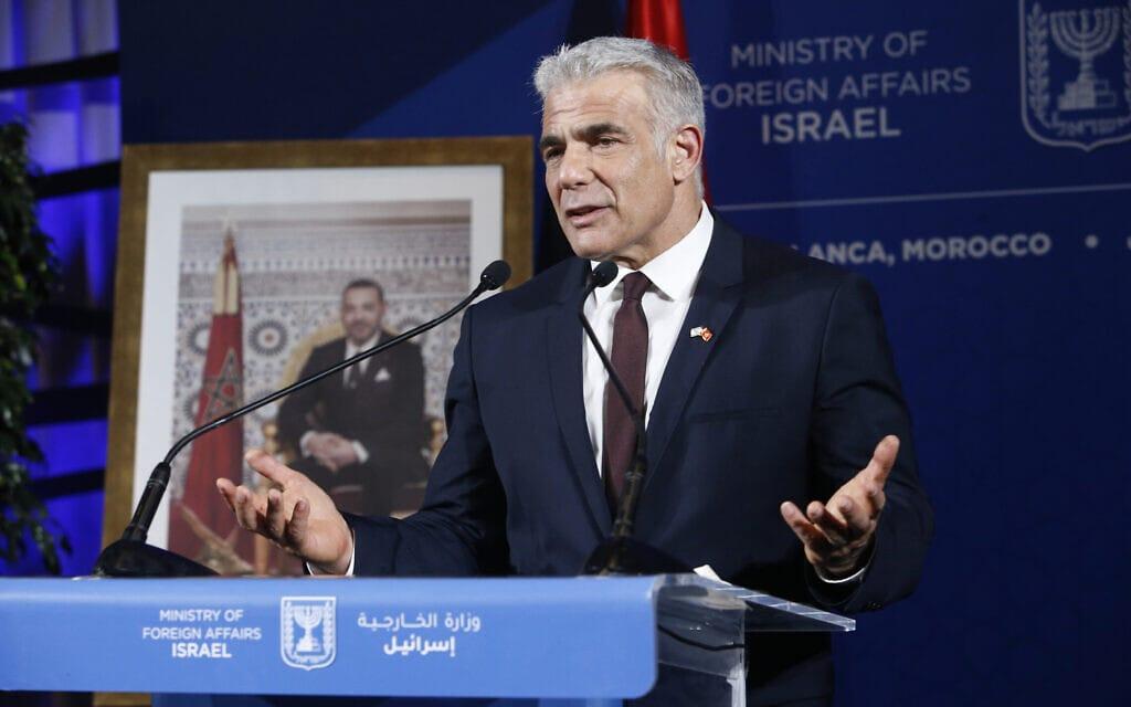 שר החוץ יאיר לפיד במסיבת עיתונאים במרוקו, 12 באוגוסט 2021 (צילום: AP Photo/Abdeljalil Bounhar)