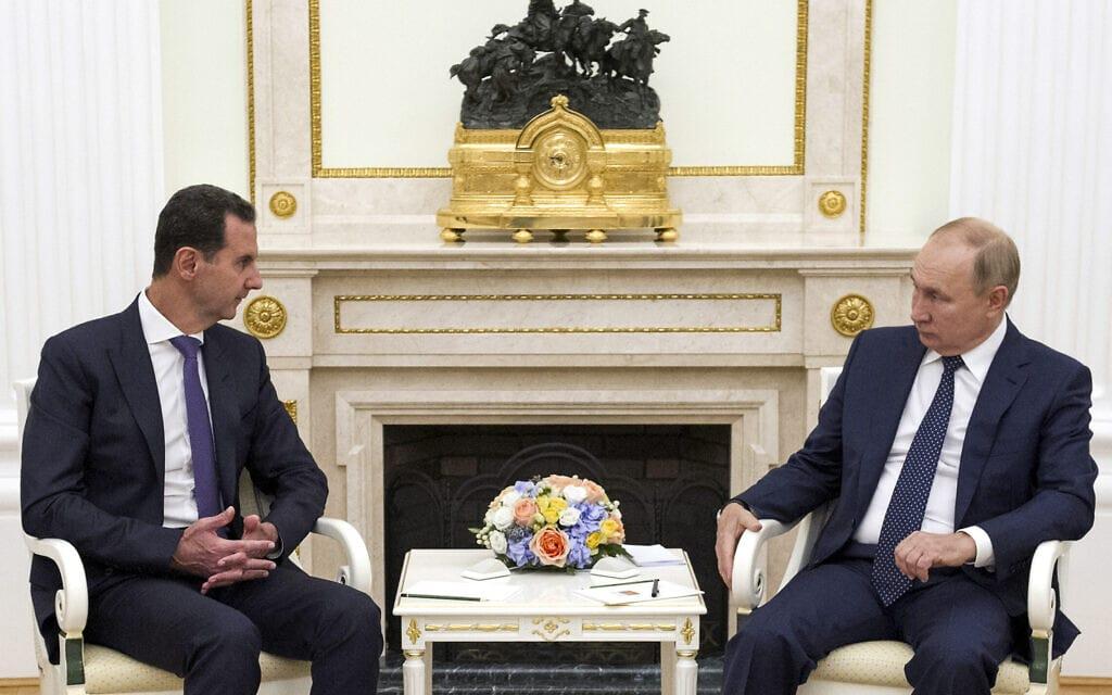 ולדימיר פוטין ובשר אסד בפגישה בקרמלין ברוסיה, 13 בספטמבר 2021 (צילום: Mikhail Klimentyev, Sputnik, Kremlin Pool Photo via AP)