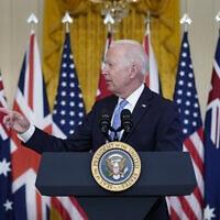 """נשיא ארה""""ב ג'ו ביידן מכריז על ברית הגנה חדש עם בריטניה ואוסטרליה, 16 בספטמבר 2021 (צילום: AP Photo/Andrew Harnik)"""