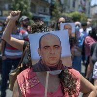 הפגנות ברחוב הפלסטיני בעקבות רצח ניזאר בנאת. (צילום: AP Photo/Nasser Nasser, File)
