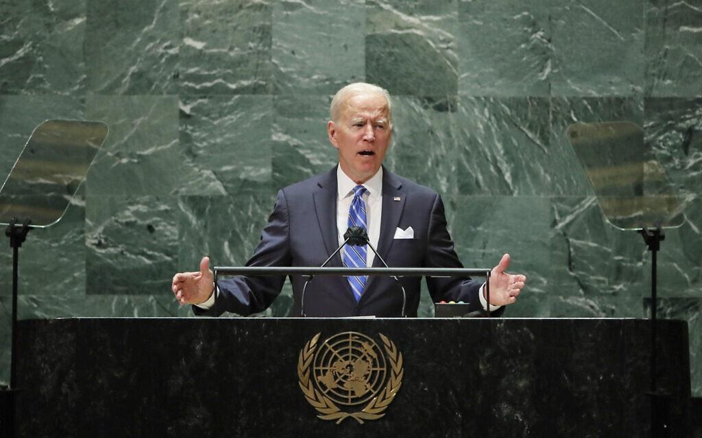 """נשיא ארה""""ב ג'ו ביידן נואם במהלך העצרת ה-76 של האו""""ם בניו יורק, 21 בספטמבר 2021 (צילום: Eduardo Munoz/Pool Photo via AP)"""