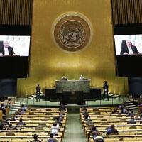 """יו""""ר הרשות הפלסטינית מחמוד עבאס (אבו מאזן) נואם באמצעות וידאו מול העצרת הכללית של האו""""ם, 26 בספטמבר 2021 (צילום: John Angelillo /Pool Photo via AP)"""