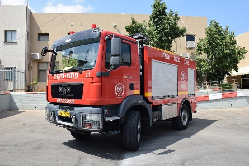 """כבאית """"אלון"""" המיועדת לכיבוי שרפות יער ושטחים פתוחים (צילום: שירותי הכבאות וההצלה)"""