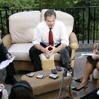 דן פרי מראיין את טוני בלייר, 2005 (צילום: דן פרי)