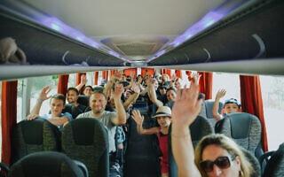 השקת אוטובוס של נוע תנוע באריאל בשבת. העיריות מפעילות כמאה קווים ברחבי הארץ, הצורך האמיתי מגיע לכאלפיים (צילום: שחר זיסו)