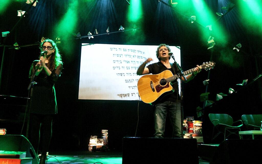 אילן וירצברג מופיע עם שירי יונה וולך ב-2012 (צילום: משה שי/פלאש90)
