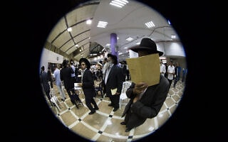 מנהג הסליחות בחודש אלול, אילוסטרציה (צילום: Yonatan Sindel/Flash90)