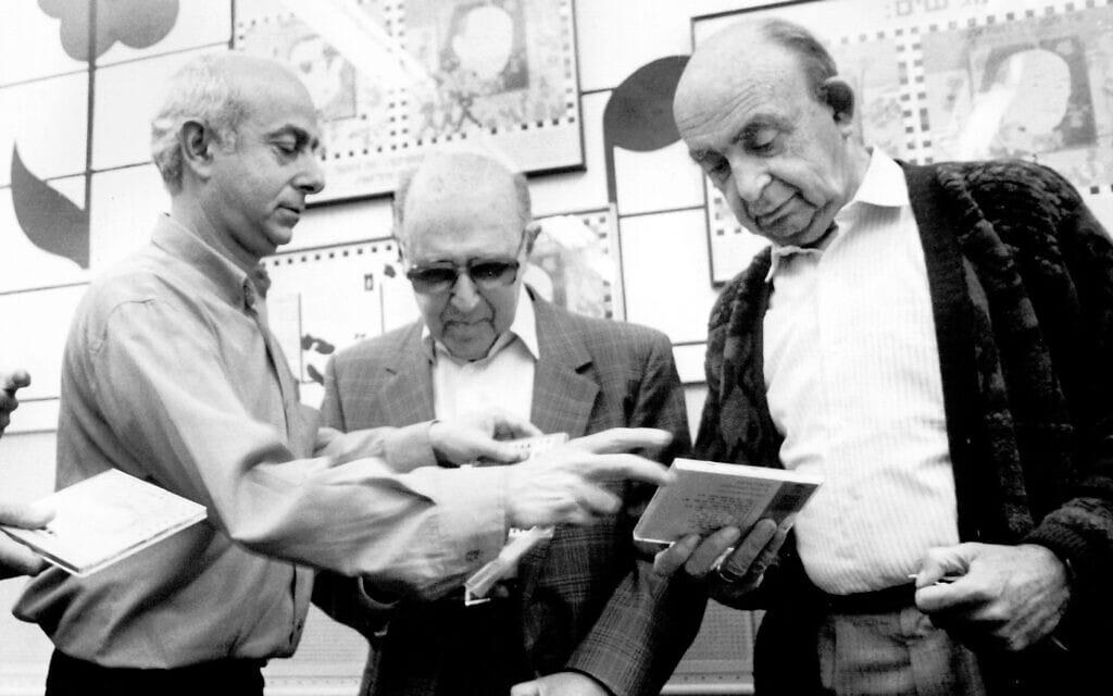 """סשה ארגוב, משה וילנסקי ומולי שפירא בגל""""ץ, 1985 (צילום: משה שי/פלאש90)"""