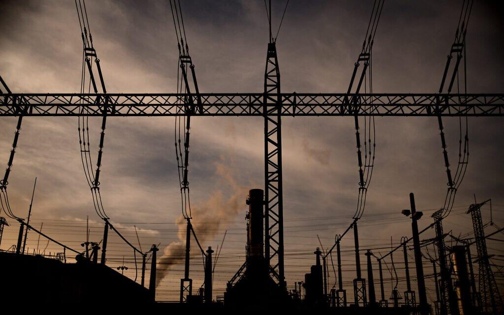 עמודי חשמל, אילוסטרציה (צילום: יניב נדב)