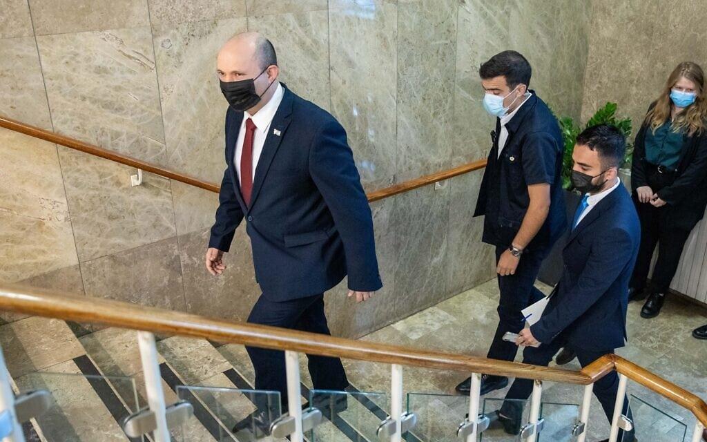 נפתלי בנט במשרד ראש הממשלה, 1 באוגוסט 2021 (צילום: אמיל סלמן)