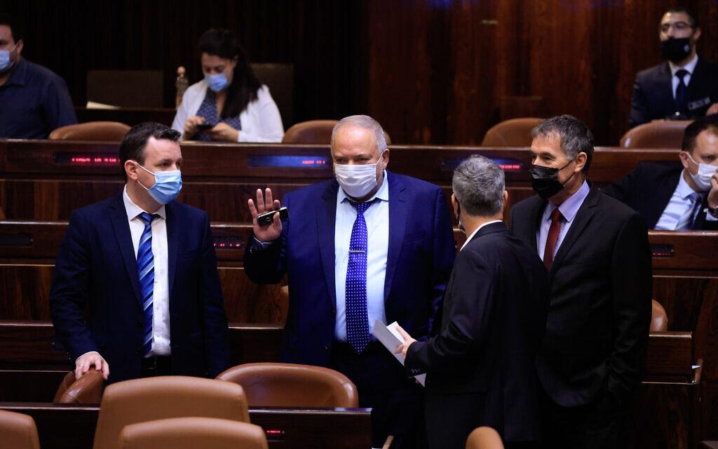 שר האוצר אביגדור ליברמן בהצבעה על התקציב בקריאה ראשונה, 2 בספטמבר 2021 (צילום: Olivier Fitoussi/Flash90)
