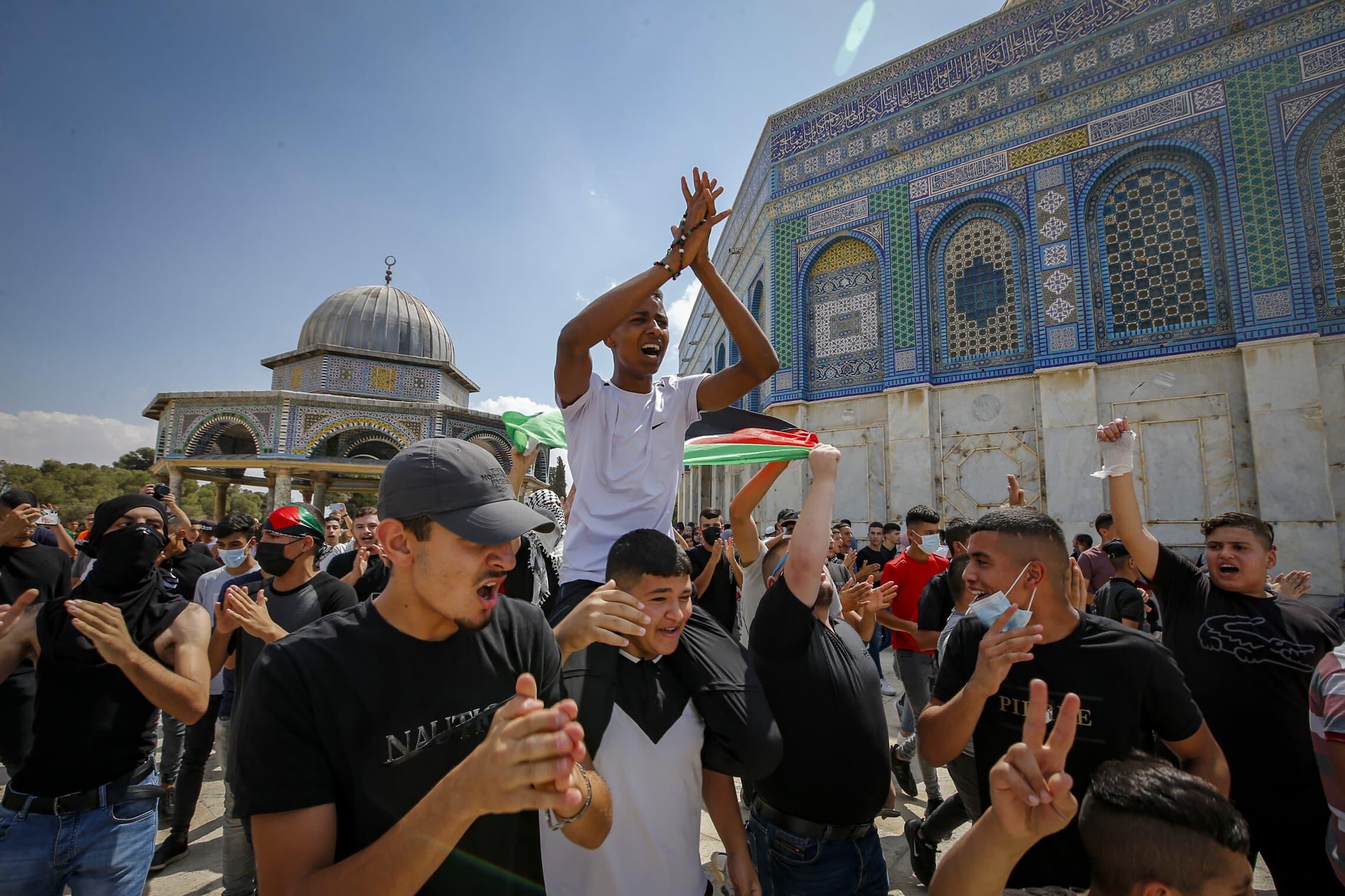פלסטינים מפגינים באל-אקצה, 10 בספטמבר 2021 (צילום: Jamal Awad/Flash90)