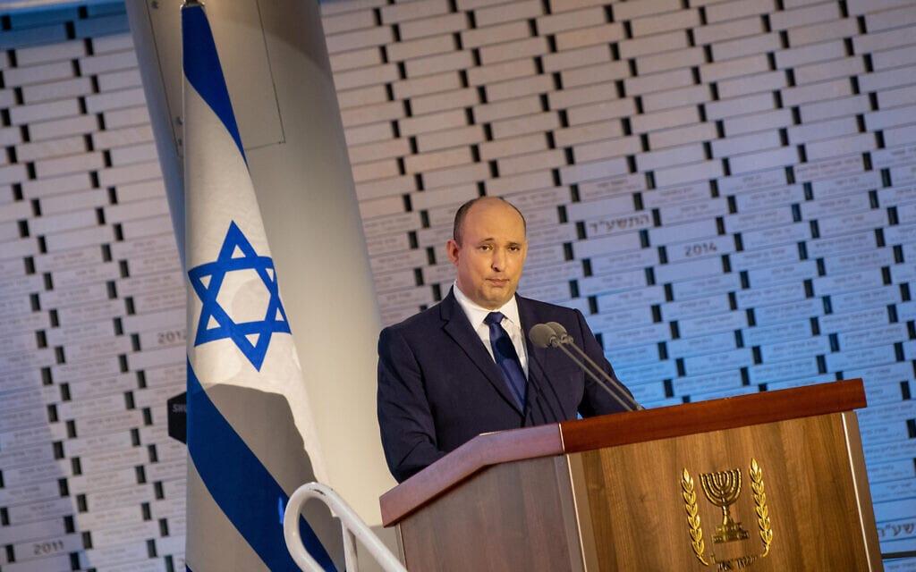 ראש הממשלה נפתלי בנט נואם בהיכל הזיכרון בהר הרצל בטקס האזכרה לנופלי מלחמת יום הכיפורים, 19 בספטמבר 2021 (צילום: Ohad Zwigenberg/POOL)