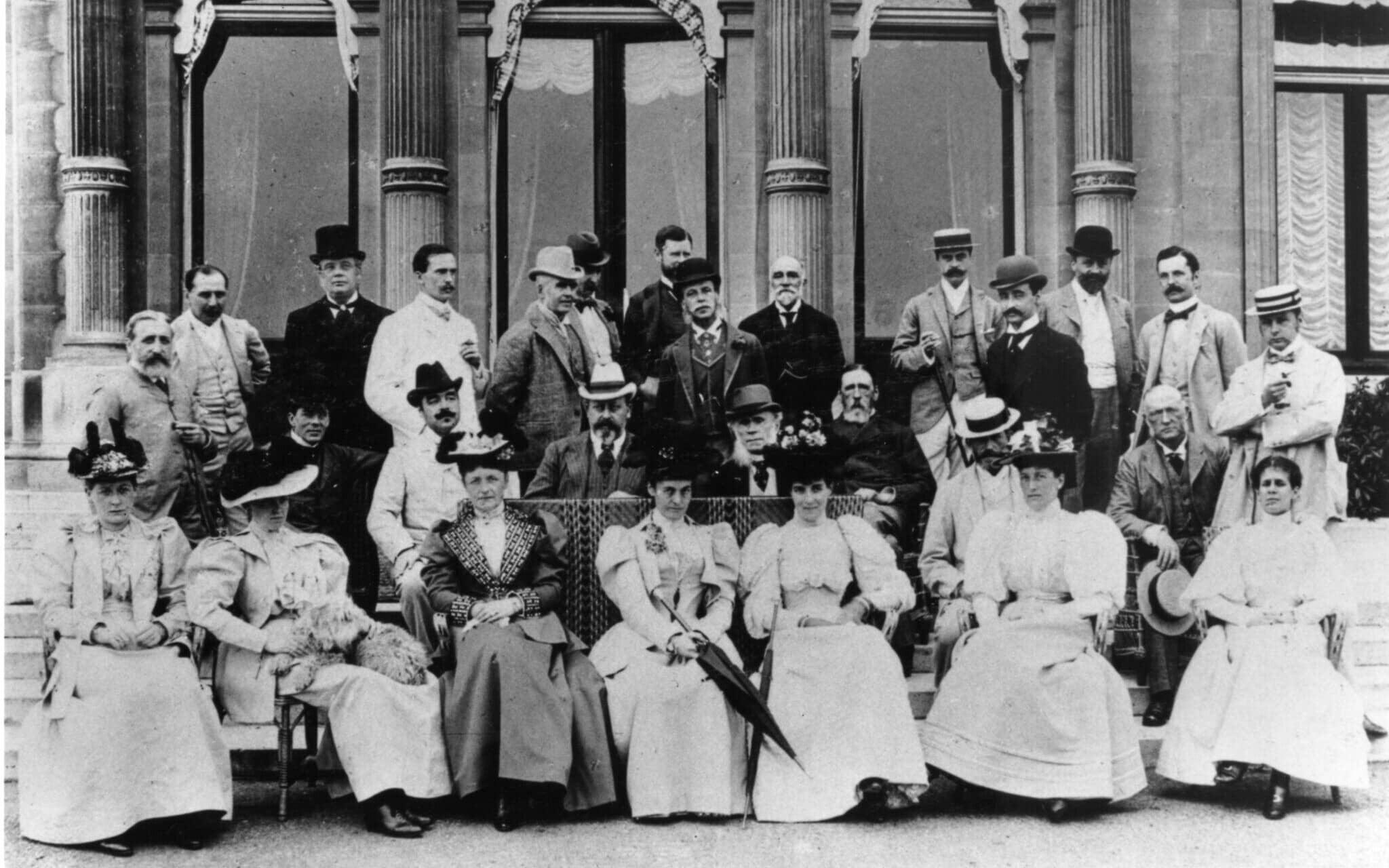 תמונה של אורחים באחת ממסיבות סוף השבוע המפורסמות בבית רוטשילד, שצולמה עבור הנסיך מוויילס, יולי 1894 (צילום: : Acc. no. 1099.1995.9 / Waddesdon Image Library)