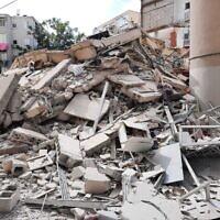 בניין ברחוב יוסף סרלין בחולון שהתמוטט, 12 בספטמבר 2021 (צילום: דוברות כבאות והצלה לישראל)