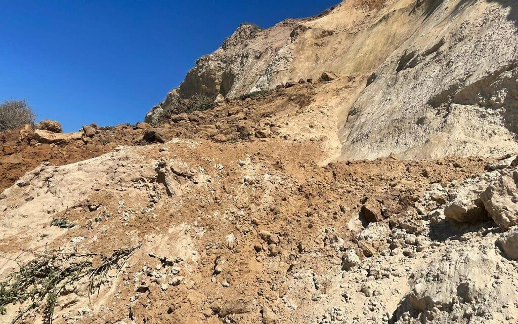 נפילת מצוק בחופי הרצליה, ספטמבר 2021 (צילום: אתי נפרין, רשות הטבע והגנים)