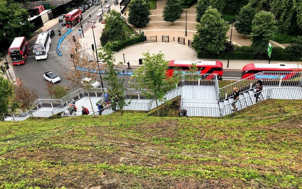 התלולית במארבל ארץ', לונדון, אוגוסט 2021 (צילום: Andrew Davidson/Wikipedia)