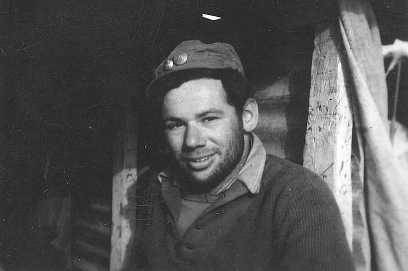 טום טוגנד בשוחה בנגב במלחמת העצמאות, 1948 (צילום: באדיבות טום טוגנד)