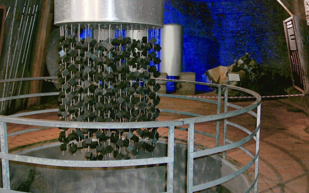 העתק של הכור הגרעיני הכושל שבנו הנאצים בהייגרלוך (צילום: CC BY-SA 3.0, ArtMechanic, Wikipedia)