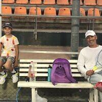 יוסי (ז'וז'ו) ליזמי וסימונה שומסקי במרכז הטניס בירושלים, אוגוסט 2021 (צילום: שלום ירושלמי)