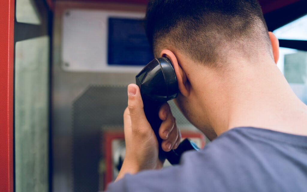 שיחת טלפון, אילוסטרציה (צילום: iStock / Miljan Živković)