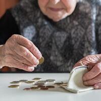 קשישים עניים, אילוסטרציה (צילום: kasto80 / iStock)