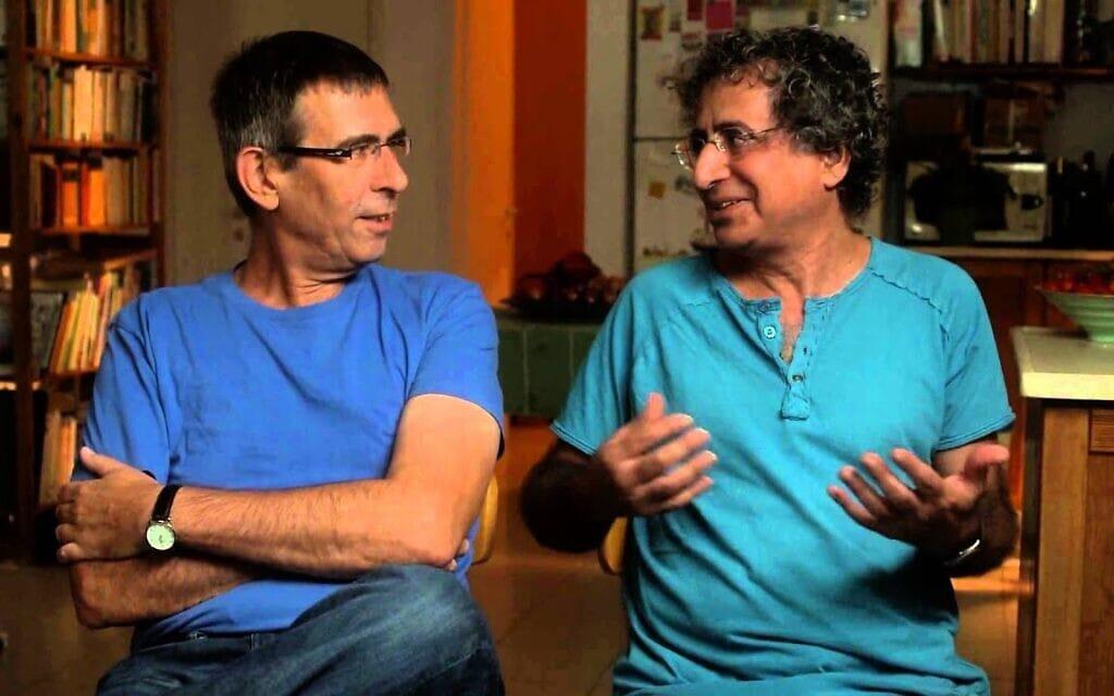 """אילן וירצברג ושמעון גלבץ בראיון לסרטו של יאיר קדר, """"שבעת הסלילים של יונה וולך"""" (צילום: צילום מסך)"""