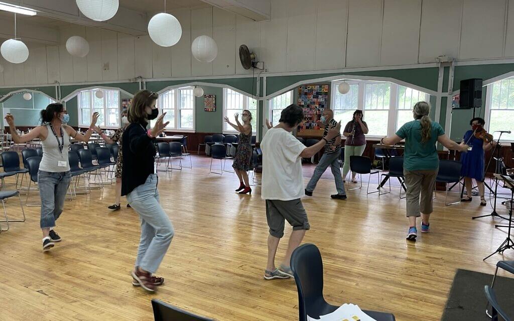 שיעור ריקוד ביידישלנד, אוגוסט 2021 (צילום: דניאל זירי)