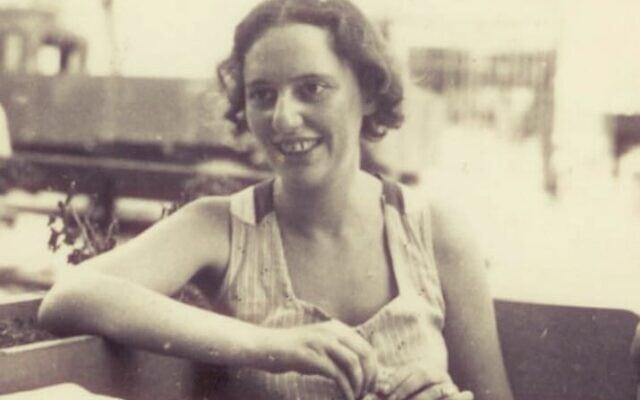 לאה גולדברג בצעירותה (צילום: הספרייה הלאומית)