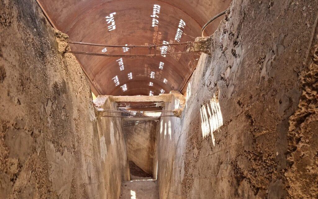 גג הפלדה החדש מעל מנהרת הר ציון המשופצת (צילום: שמואל בר-עם)