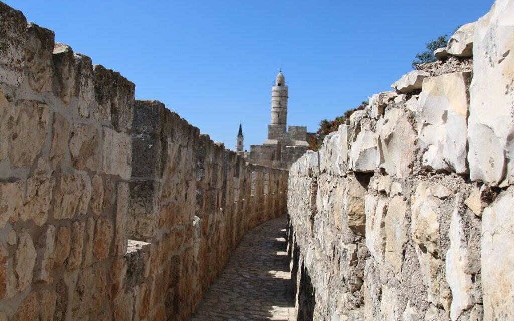 חומות העיר העתיקה (צילום: שמואל בר-עם)