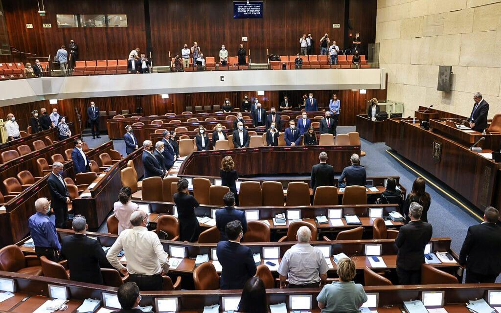 מליאת הכנסת בדקת הדומייה לזכר יצחק רבין, 18 באוקטובר 2021 (צילום: נועם מושקוביץ, פלאש 90)
