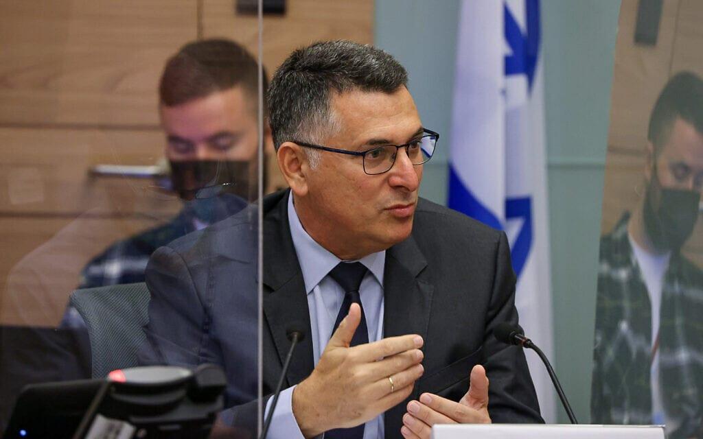 שר המשפטים גדעון סער בוועדת החוקה של הכנסת, 20 באוקטובר 2021 (צילום: נועם מושקוביץ, דוברות הכנסת)