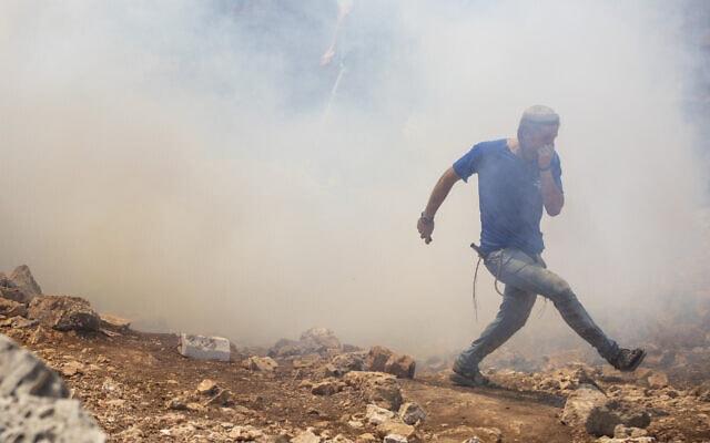 התפרעויות בגדה המערבית. אילוסטרציה (צילום: AP Photo/Ariel Schalit)
