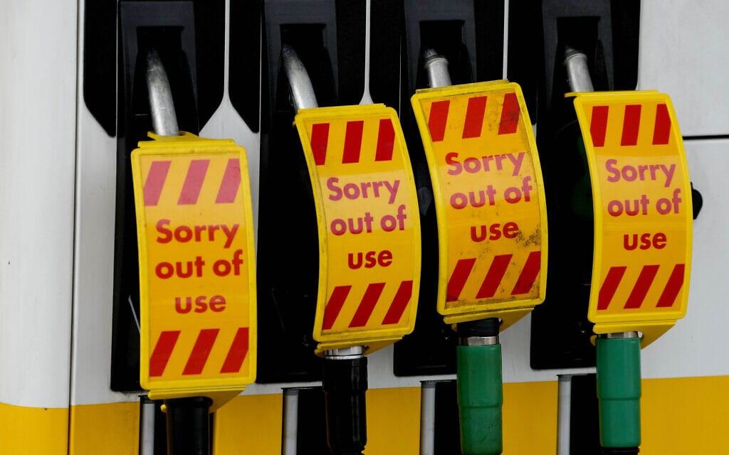תחנת דלק בבריטניה סגורה בשל מחסור בדלק, 28 בספטמבר 2021 (צילום: AP Photo/Frank Augstein)