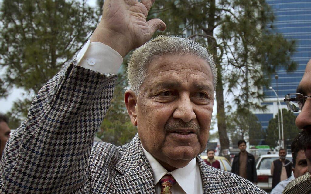 """ד""""ר עבד אל-קדיר ח'אן ב-2013 (צילום: AP Photo/B.K. Bangash)"""