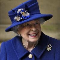 מלכת הממלכה המאוחדת, אליזבת השנייה, במנזר וסטמינסטר שבלונדון, 12 באוקטובר 2021 (צילום: AP Photo/Frank Augstein, Pool, File)