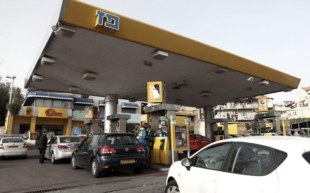 תחנת דלק בירושלים. מס הפחמן ייקר לכולנו את התידלוק (צילום: Kobi Gideon / Flash90)