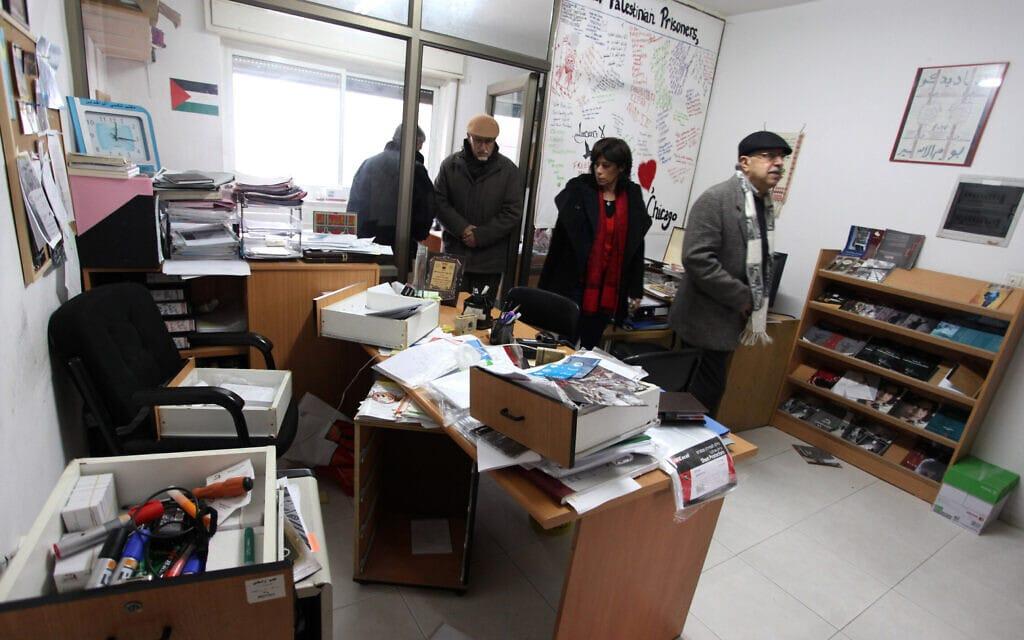 משרדיו של הארגון אדמיר, 11 בדצמבר 2012; ארגון זה הוא אחד מששת הארגונים שהוגדרו על ידי ישראל כארגוני טרור (צילום: Issam Rimawi/FLASH90)