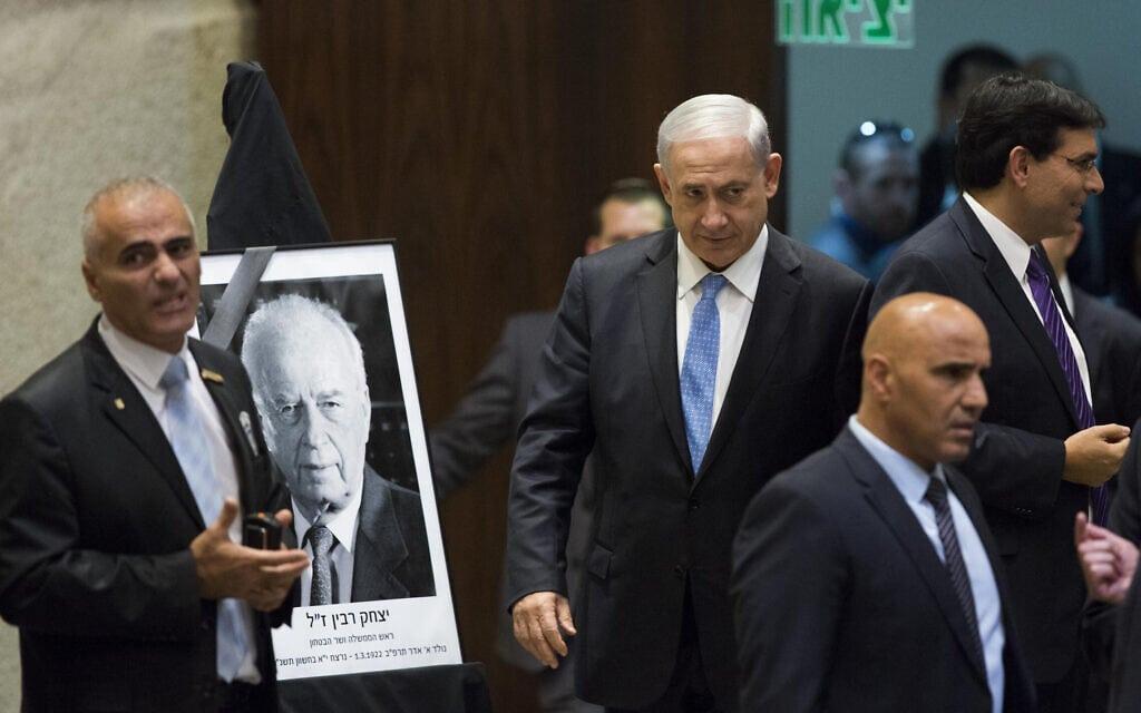נתניהו מגיע לטקס בכנסת במלאת  19 שנה לרצח רבין, 5.11.2014 (צילום: Yonatan Sindel/Flash90)