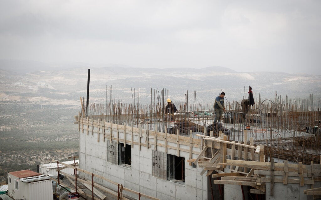 עבודות בנייה באריאל שבשומרון, 25 בינואר 2017 (צילום: Sebi Berens/Flash90)