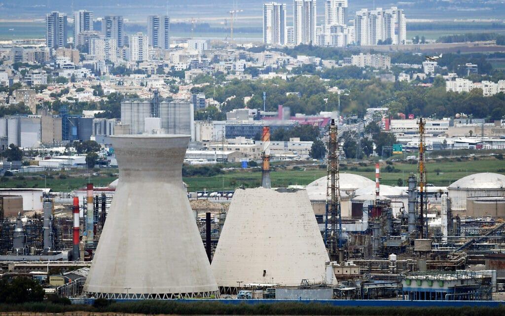 הלבניות במפרץ חיפה אחרי שאחת מהן קרסה, יוני 2020 (צילום: Meir Vaknin/Flash90)