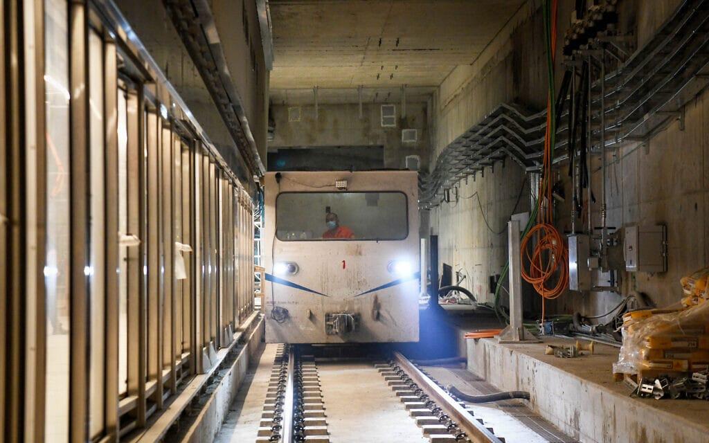 עבודות על תחנת הרכבת הקלה באלנבי, תל אביב, יולי 2021 (צילום: יוסי זליגר/פלאש90)