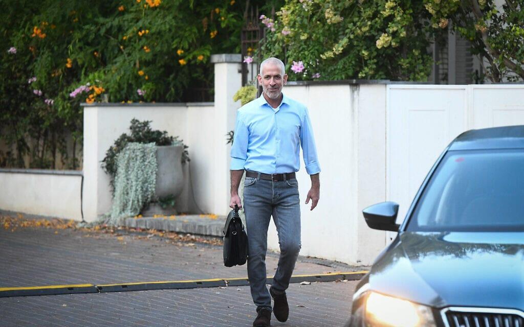 """סגן ראש השב""""כ, רונן בר, ליד ביתו, 11 באוקטובר 2021 (צילום: פלאש 90)"""