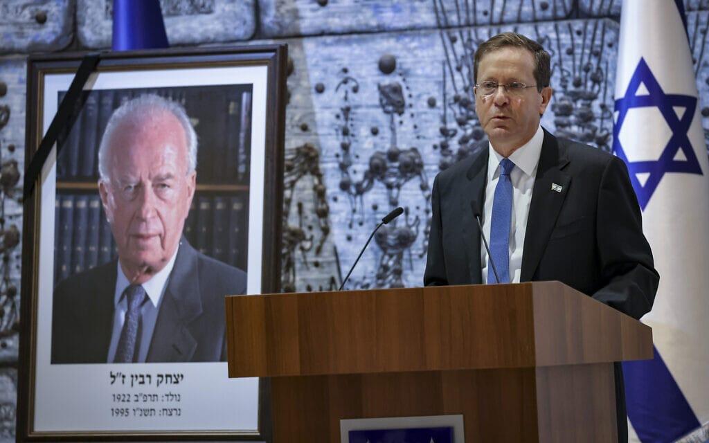 נשיא המדינה יצחק הרצוג בטקס האזכרה ליצחק רבין בבית הנשיא בירושלים, 18 באוקטובר 2021 (צילום: יונתן זינדל, פלאש 90)