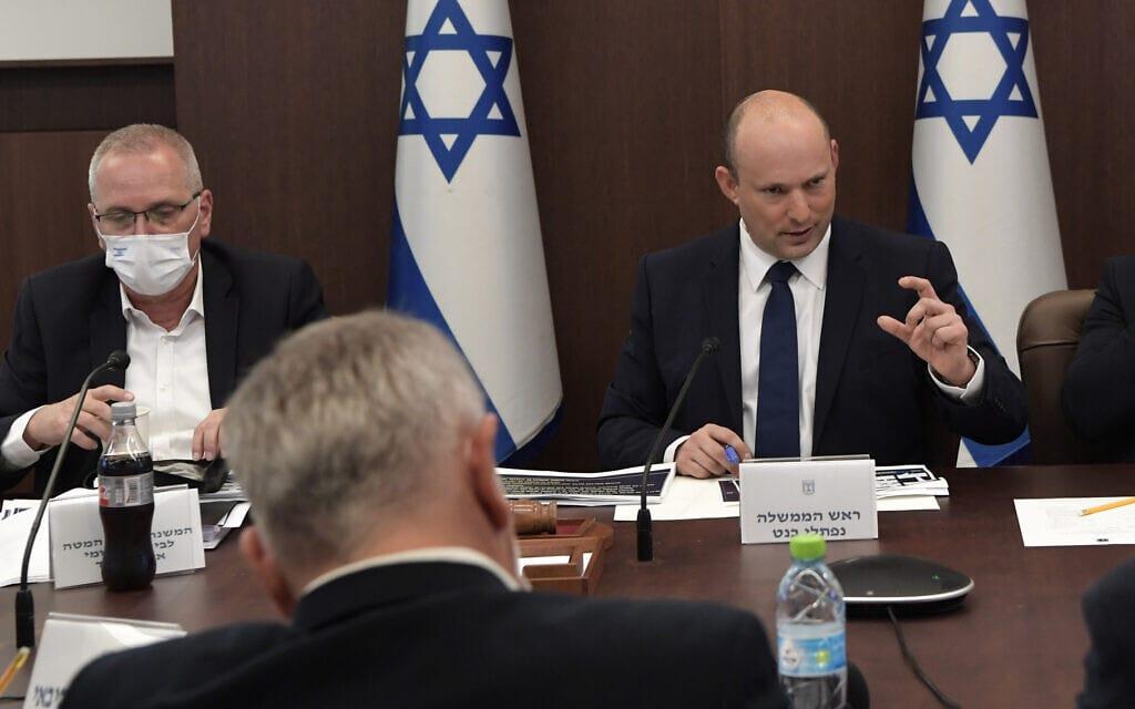 """ראש הממשלה נפתלי בנט בדיון של קבינט הקורונה, 3 באוקטובר 2021 (צילום: קובי גדעון, לע""""מ)"""