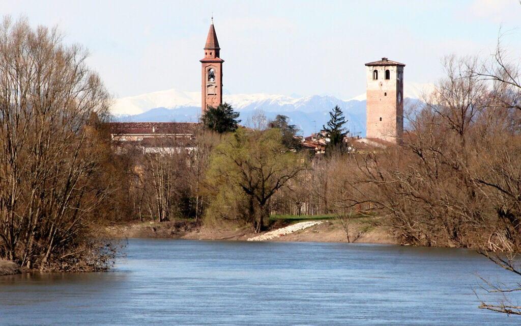 המגדלים והנהר בקנטו סול'אוליו (צילום: Sergio Scalvini)