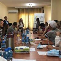 מפגש ישראלי פלסטיני במסגרת תכנית הפיוס להנהגה ישראלית צעירה, עם השר לשעבר אשרף אל ערג'מי (מהרשות הפלסטינית, שר האסירים לשעבר) (צילום: יוזמת ז'נבה)